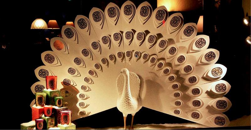sculpture de paon pour vitrine